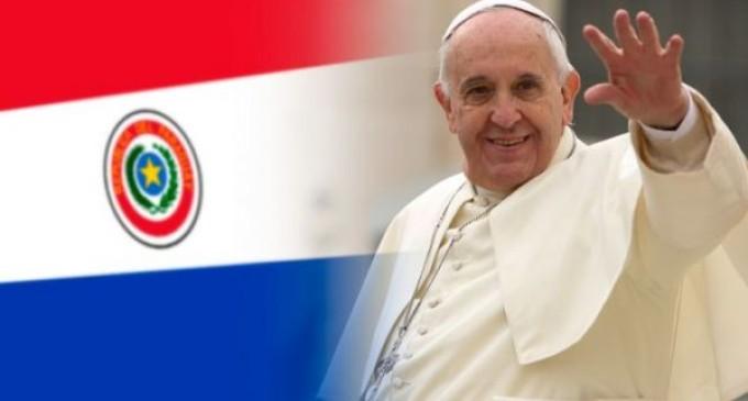 El Papa llega a territorio paraguayo