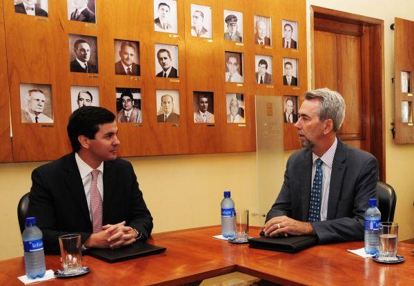 Alto funcionario de los EE.UU destaca economía paraguaya