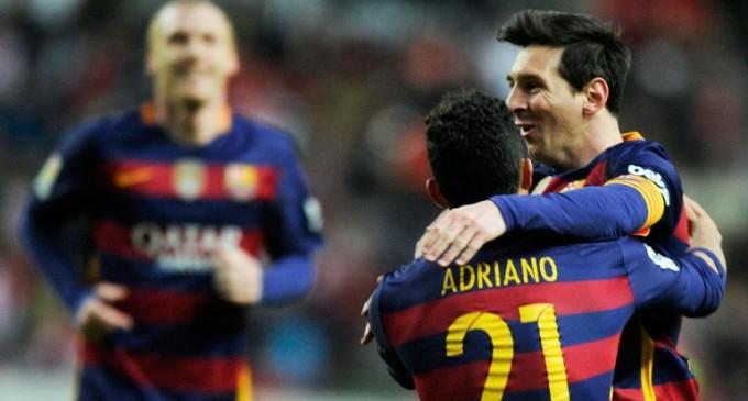 Messi convirtió un doblete, superó los 300 goles en la Liga y Barcelona se distanció en la cima de la Liga