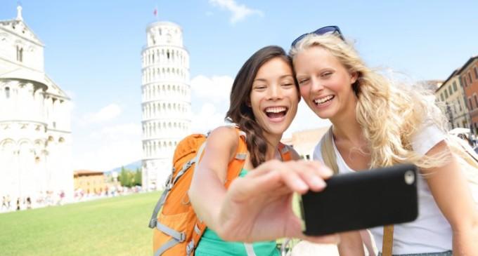 """Una curiosa aplicación que permite """"alquilar"""" amigos para viajar"""