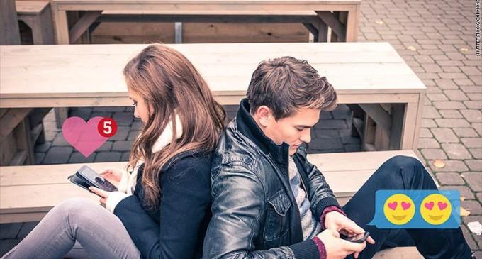 Los universitarios usan Tinder para buscar 'amigos'