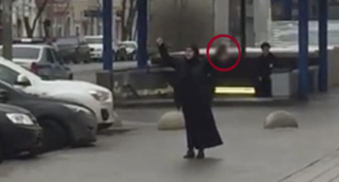Detienen a mujer que portaba la cabeza de una niña en Moscú