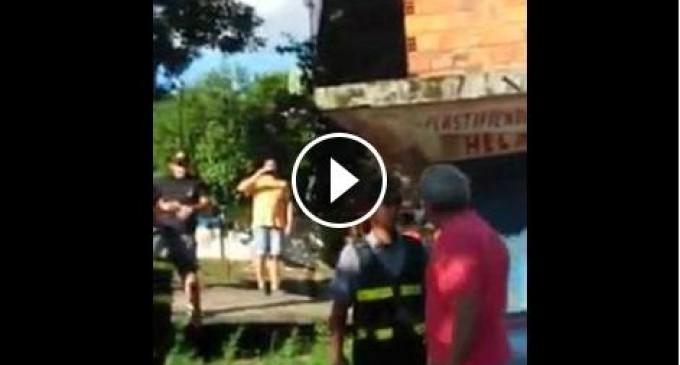 Vecinos agreden a patrulla caminera para dejar huir a infractor