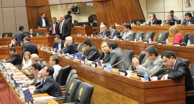 Senadores y diputados reanudan actividades este martes