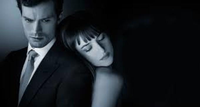 """Hollywood elige a """"50 sombras de Grey"""" como lo peor del año"""