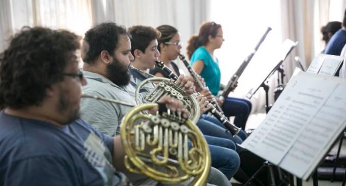 "Ciclo ""Música de Esperanza"" inicia en hogar de ancianos"