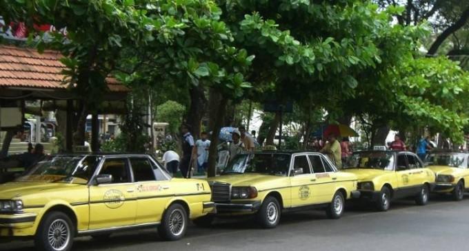 Denuncian al titular de taxistas por irregularidades