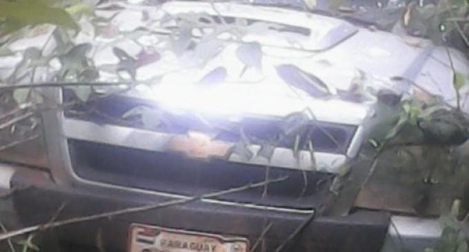 Hallan dos cadáveres en vehículo robado