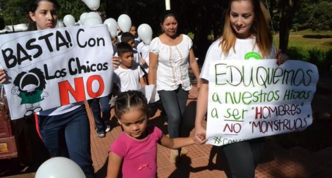 CDE marchó contra el abuso infantil