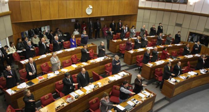 Ministro solicitó jubilación obligatoria de 9 senadores