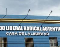 Denuncia interna en el PLRA, en su descargo apoderada compara la política con fútbol
