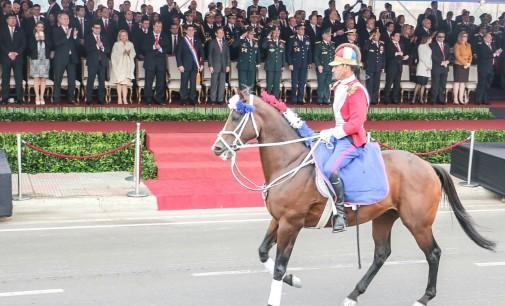 Desfile policial y militar por celebración patria
