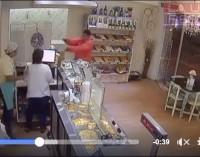 Un ladrón pasó, saludó, volvió y asaltó