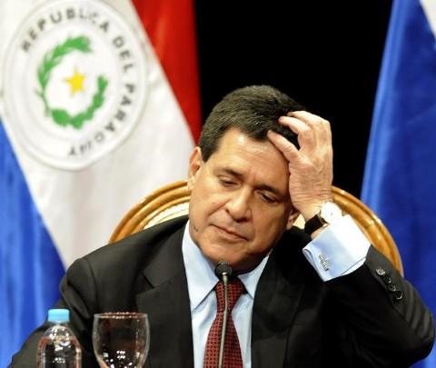 El presidente Horacio cartes renuncia a su cargo