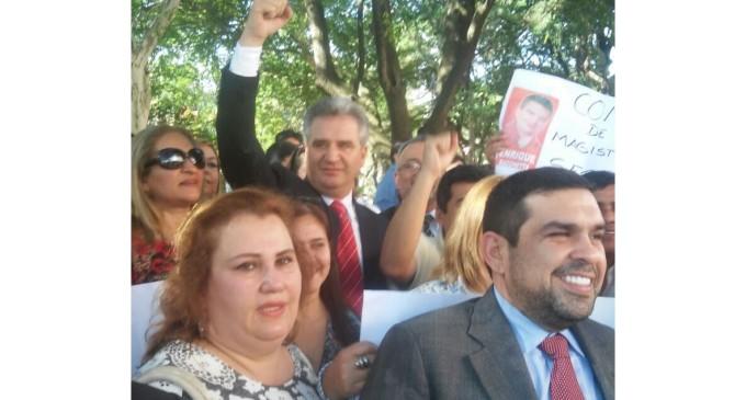 Abogados se manifiestan frente al Consejo de la Magistratura apoyando a Enrique Bacchetta