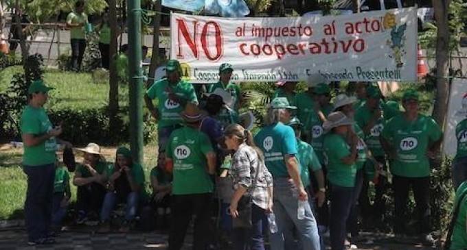 Cooperativistas se movilizan en la Plaza Uruguaya