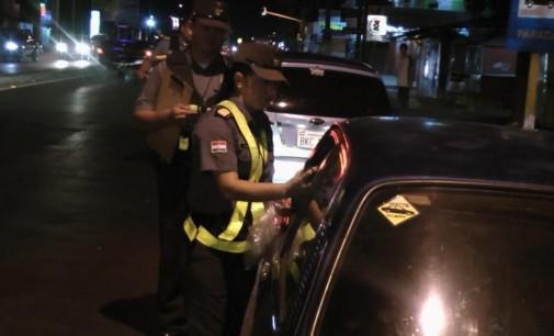 Procesan a dos hombres por exposición al peligro en el tránsito terrestre y resistencia
