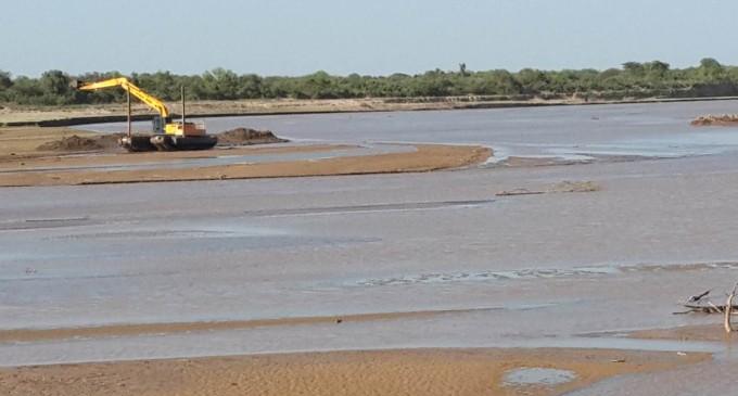 Mismas empresas que dejaron obras inconclusas limpiarán el canal del Pilcomayo