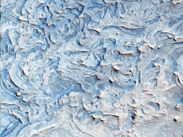Capas de roca al norte de Meridiani Planum:<br /> Esta región es una llanura que se encuentra 2 grados al sur del ecuador de Marte.
