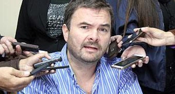 """""""De Vargas es un bravucón que está atornillado al cargo no sé con que compromiso"""""""