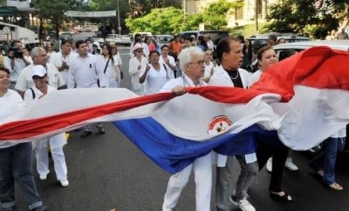 Buscan destrabar huelga de médicos