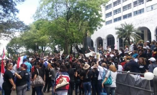 Trabajadores de la salud se manifiestan frente al Poder Judicial