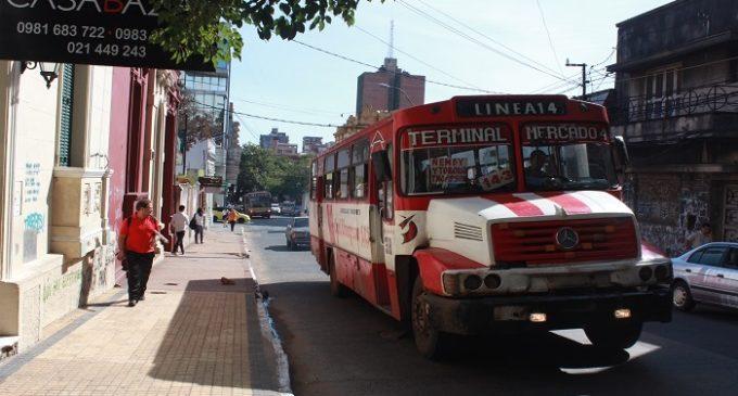 No existe regulada, pero sí menos buses operando