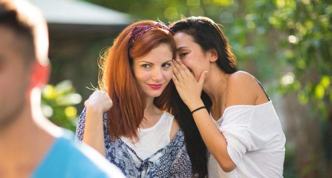 Científicos descubren los beneficios de chismear