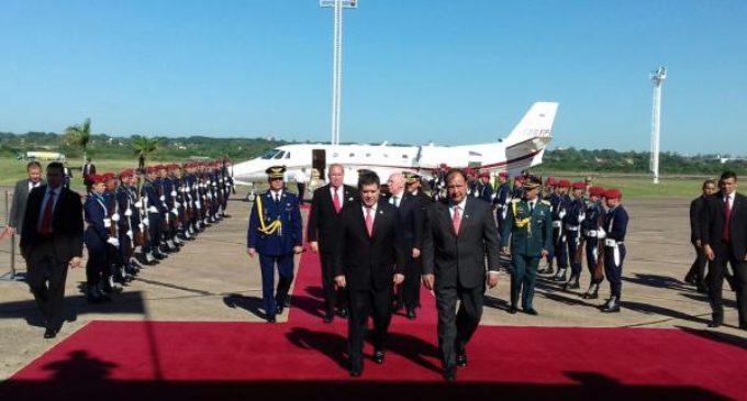 Presidente Cartes retornó al país este sábado