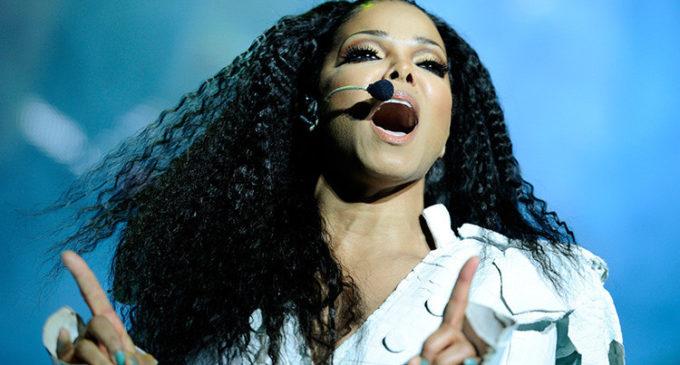 La cantante Janet Jackson dio a luz a su primer hijo a los 50 años de edad