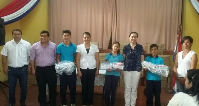 Ministerio de Educación pretende alcanzar 1.250.000 kits escolares entregados para inicio de clases