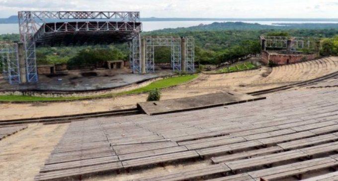 Fiestas en el abandonado Anfiteatro José Asunción Flores