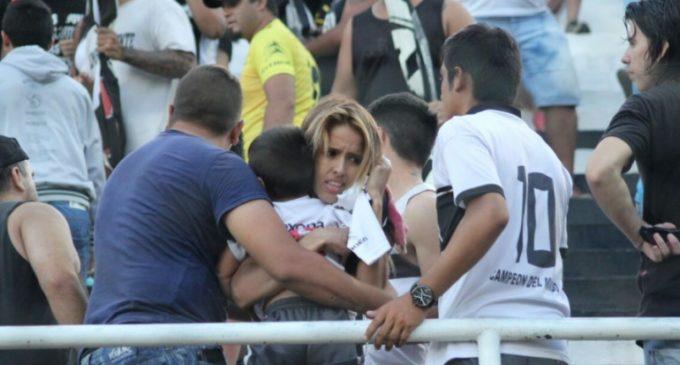 Inadaptados ensucian nuevamente el fútbol