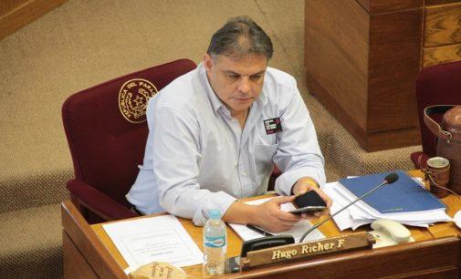 Senador Hugo Richer sostiene que existieron irregularidades en sesión