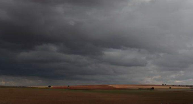 Meteorología mantiene alerta por tormentas y lluvias intensas