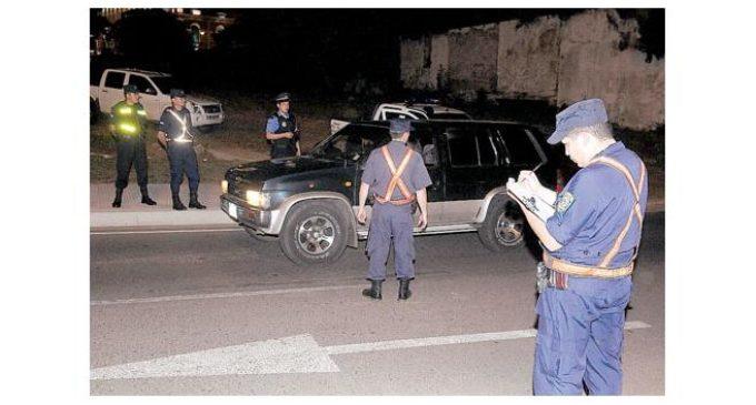 Mataron a policía tras no detenerse en barrera