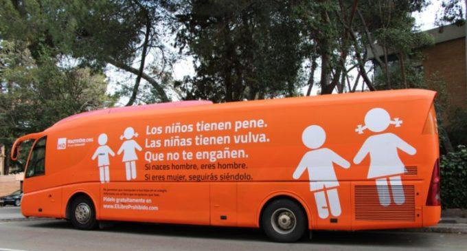 El 'autobús del odio' de una ONG ultracatólica que recorre Madrid contra los niños transexuales