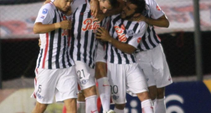 Libertad derrota a Cerro Porteño y queda solo en la cima