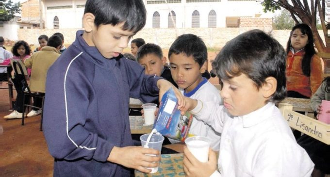 Niños seguirán recibiendo el vaso de leche