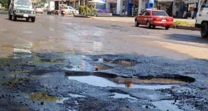 Lamentan destrucción intencionada de calles cuando el presupuesto es ajustado