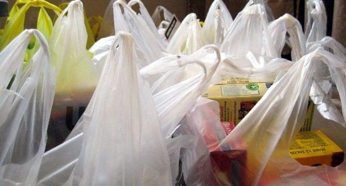 Supermercados cobrarán por bolsas hule desde abril