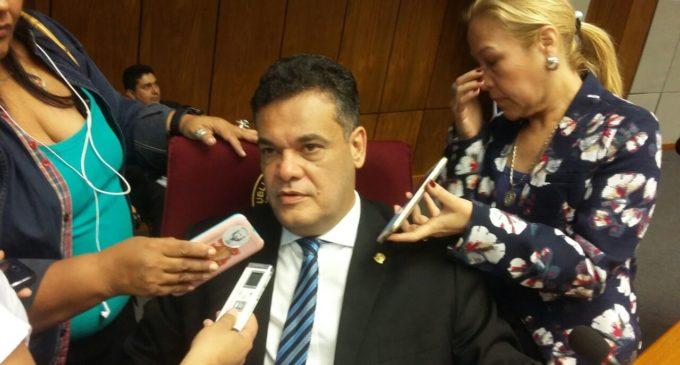 Acevedo recibe 'presión' de llanistas para continuar diálogo con Cartes