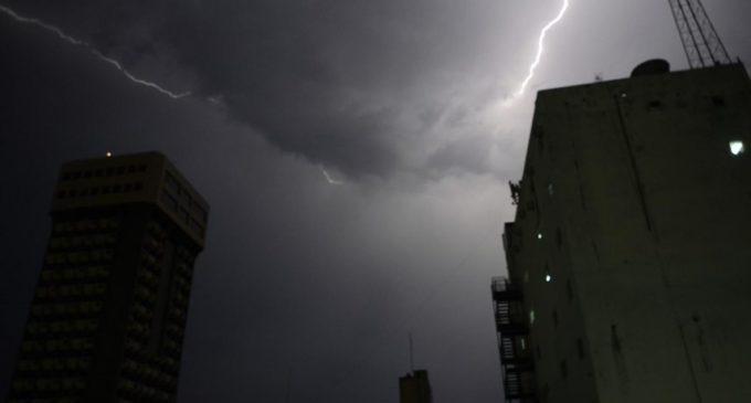 Anuncian lluvias y tormentas para 10 Departamentos desde madrugada del miércoles