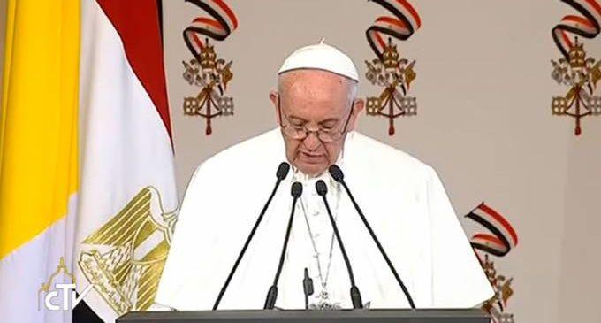 El Papa Francisco pide mediación para poner fin a crisis de Corea del Norte y evitar una guerra