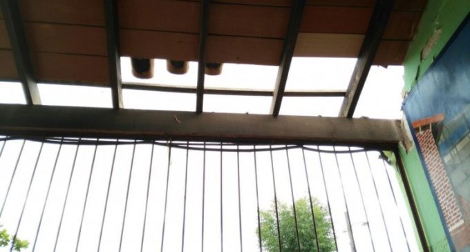 Desgracia con suerte: Caída de techo en colegio de Roque Alonso se produjo en día sin clases