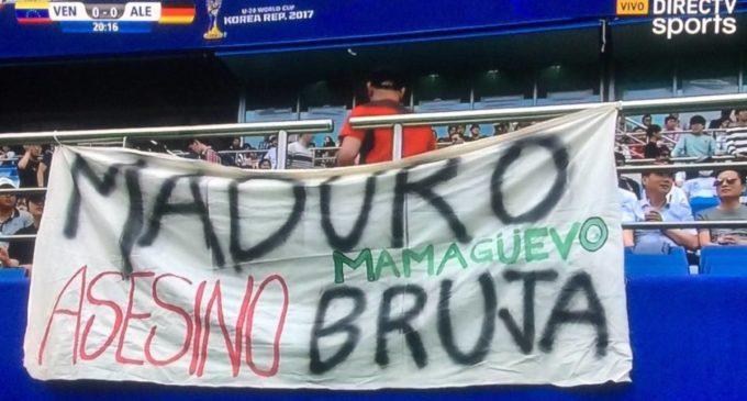 Colgó una bandera contra el régimen de Maduro durante el Mundial Sub 20 y fue detenido