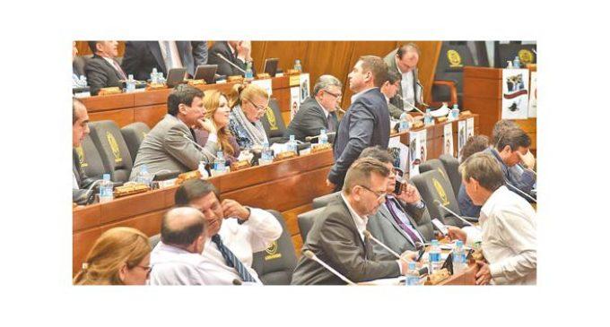 Diputados quieren que ley de financiamiento político se extienda a internas partidarias
