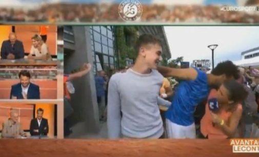 Roland Garros expulsa a tenista francés por acosar a una periodista en una entrevista en vivo