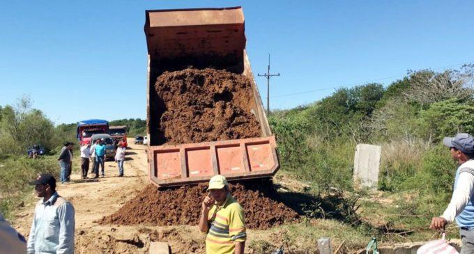 Inician obras de reconstrucción de caminos en Paso de Patria