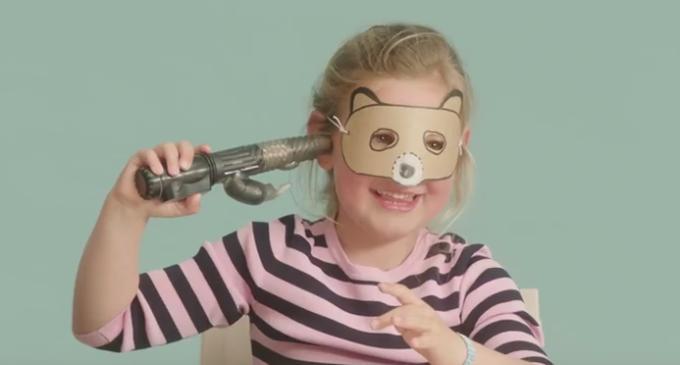 Niñas con juguetes sexuales: el crudo vídeo sobre prostitución infantil